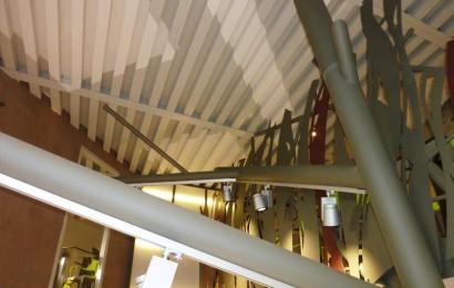 Plafond de la pâtisserie Debeaux .2couleurs différentes sur les chevrons